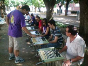 Imagen de la I Exhibición de partidas simultáneas de ajedrez, organizada por la ACD Jeyma