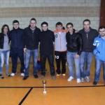 Miembros del equipo con el trofeo