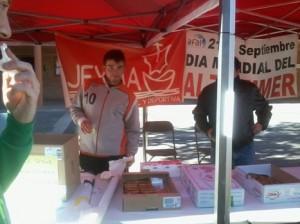 Jeyma en el mercadillo de la Jornada de Solidaridad y Voluntariado