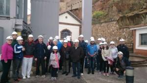 El grupo de excursionistas preparado para bajar a la mina