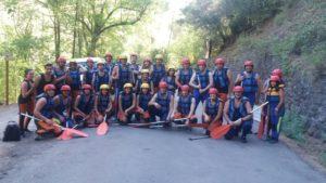 Participantes en el rafting